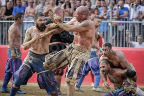 1340579139-calcio-fiorentino-final-match-florence_1297412